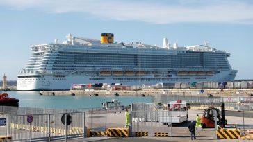 Bloquearon en Italia crucero